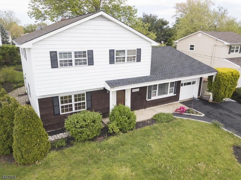 single family homes для того Продажа на Hazlet, Нью-Джерси 07730 Соединенные Штаты
