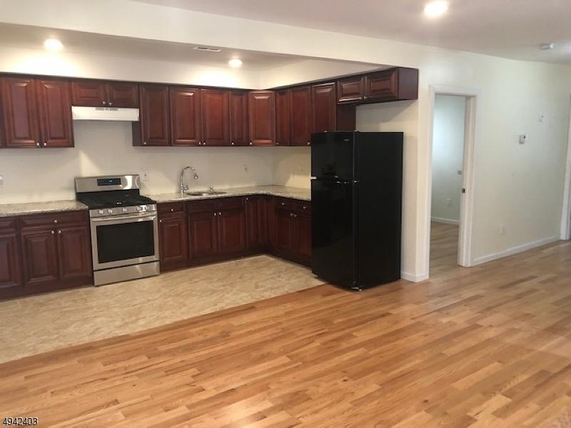Property por un Alquiler en Elizabeth, Nueva Jersey 07201 Estados Unidos