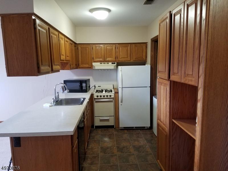 Property 为 出租 在 4 BRANDYWINE DR UNIT 8 弗农, 新泽西州 07462 美国