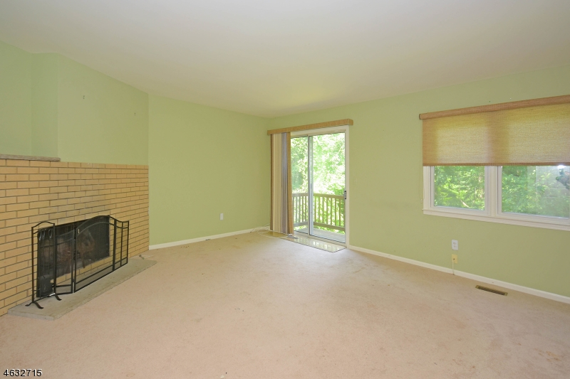 Additional photo for property listing at 151 Ticonderoga Ter  Wayne, New Jersey 07470 États-Unis