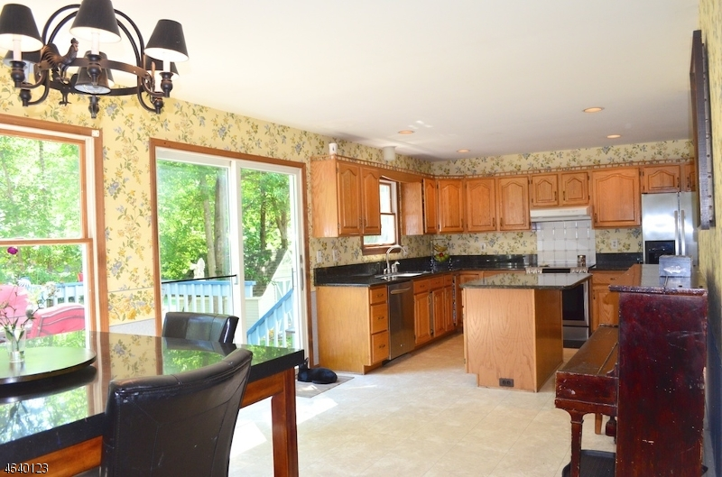 Additional photo for property listing at 8 Woods Avenue  Stanhope, Нью-Джерси 07874 Соединенные Штаты