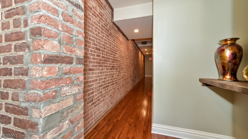 Additional photo for property listing at 28-32 W MAIN Street  Somerville, Нью-Джерси 08876 Соединенные Штаты
