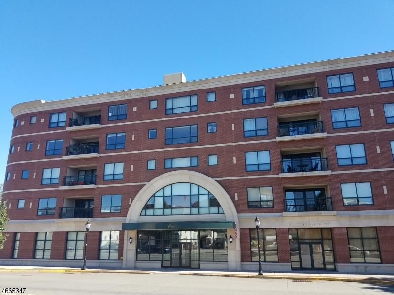 独户住宅 为 销售 在 1 Orient Way, 206 Rutherford, 新泽西州 07070 美国