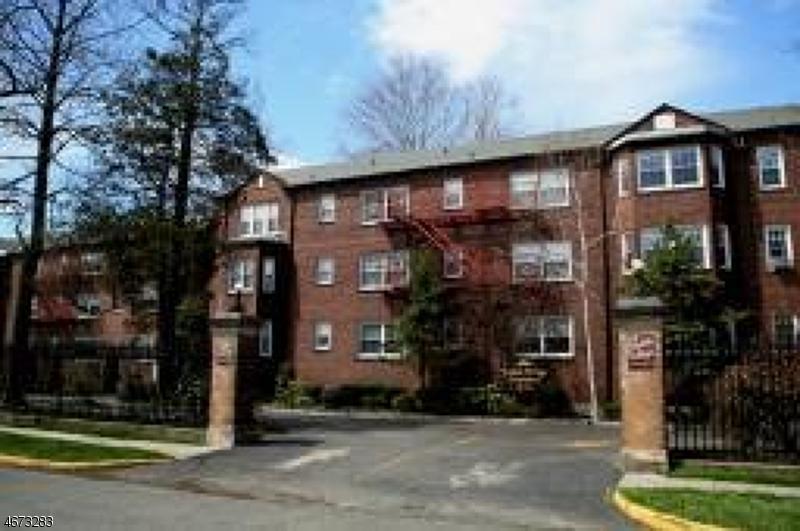 Частный односемейный дом для того Аренда на 217 Prospect Ave, APT 2-1A Cranford, 07016 Соединенные Штаты