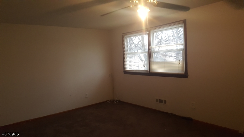 Частный односемейный дом для того Аренда на 271 E Albert Street Rahway, Нью-Джерси 07065 Соединенные Штаты