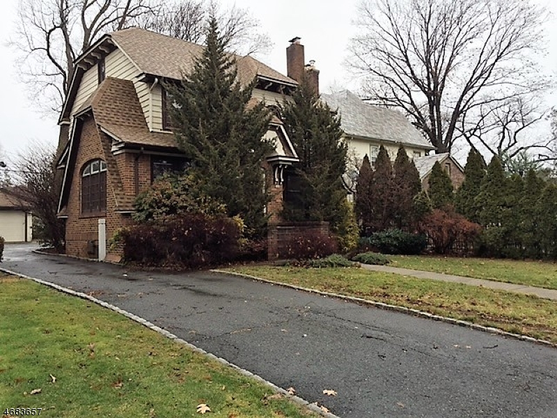 Single Family Home for Sale at 32 Clairidge Court Glen Ridge, New Jersey 07028 United States