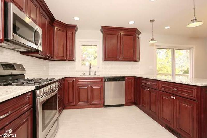 Casa Unifamiliar por un Venta en 25 Vivian Avenue Emerson, Nueva Jersey 07630 Estados Unidos