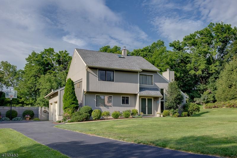 Частный односемейный дом для того Продажа на 12 Raritan Drive Califon, Нью-Джерси 07830 Соединенные Штаты