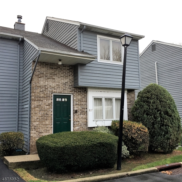Additional photo for property listing at 817 Creek Court 817 Creek Court Fair Lawn, Nova Jersey 07410 Estados Unidos