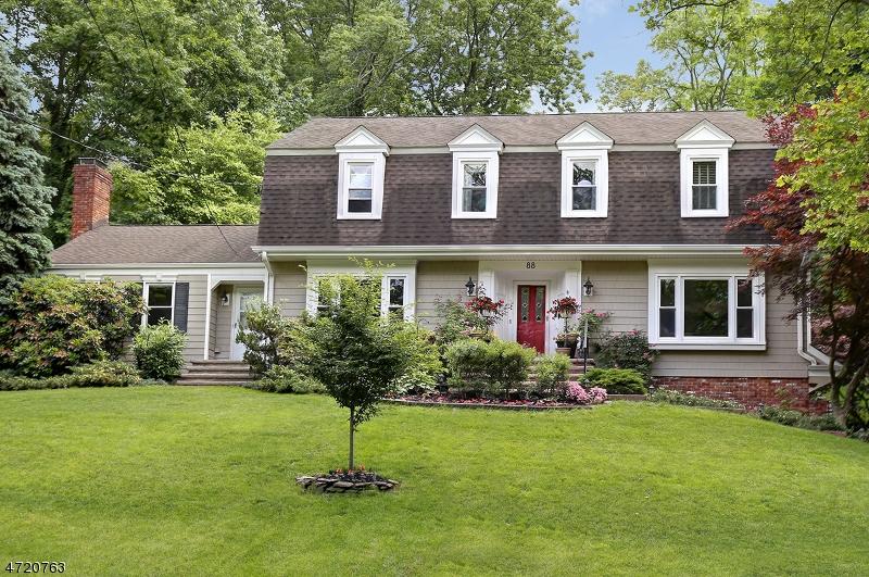 Casa Unifamiliar por un Venta en 88 COLCHESTER ROAD New Providence, Nueva Jersey 07974 Estados Unidos
