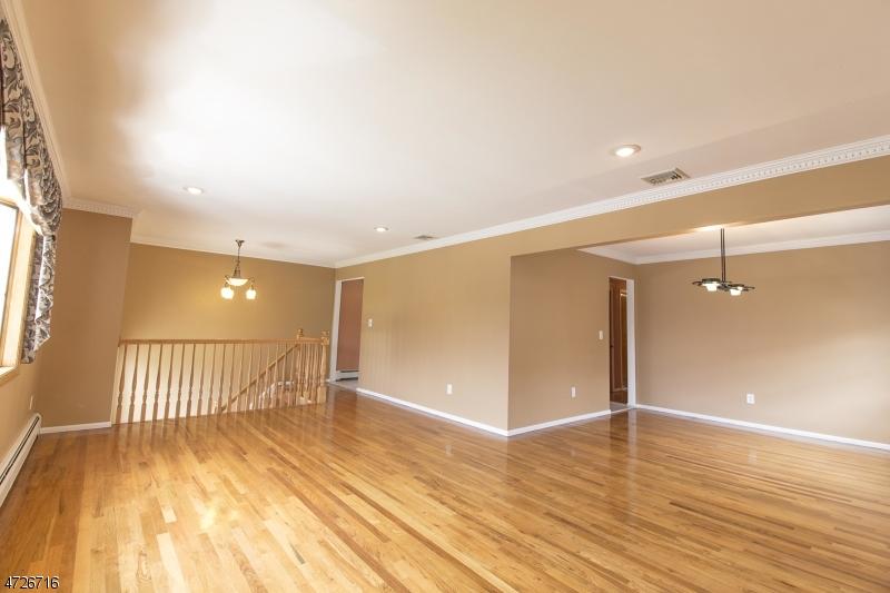 Casa Unifamiliar por un Venta en Address Not Available Elmwood Park, Nueva Jersey 07407 Estados Unidos