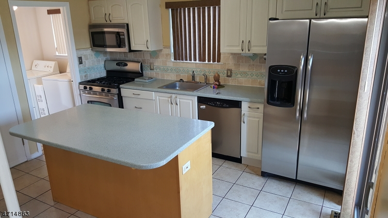 Additional photo for property listing at 40-14 BLOOMINGDALE Drive  Hillsborough, Нью-Джерси 08844 Соединенные Штаты