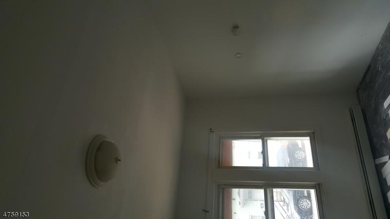Casa Unifamiliar por un Alquiler en 10-12 north bridge street Paterson, Nueva Jersey 07522 Estados Unidos