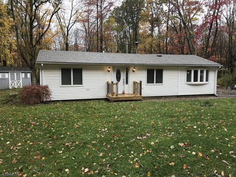 Casa Unifamiliar por un Alquiler en 6 Larch Court Hampton, Nueva Jersey 07860 Estados Unidos