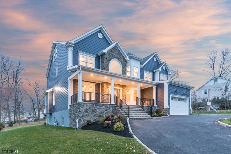 Maison unifamiliale pour l Vente à 682 Plainfield Avenue 682 Plainfield Avenue Berkeley Heights, New Jersey 07922 États-Unis