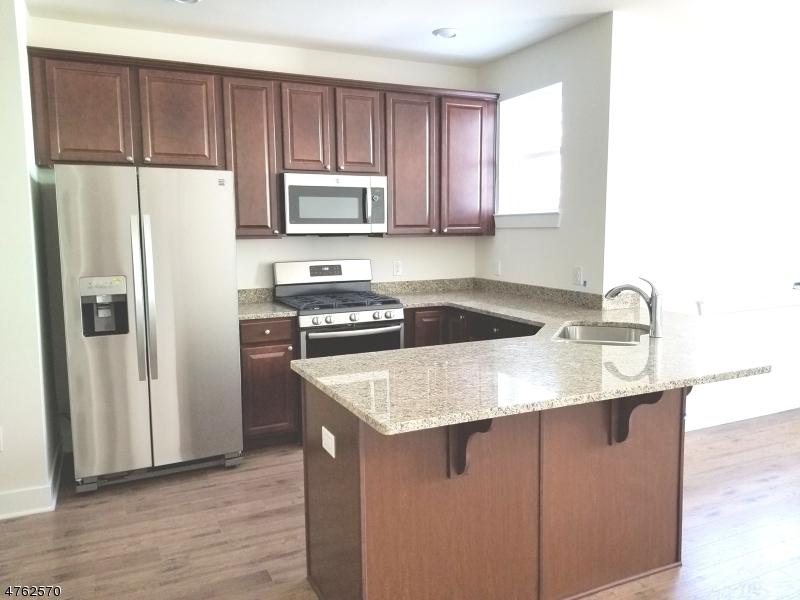 Casa Unifamiliar por un Alquiler en 229 Parkview Lane Rockaway, Nueva Jersey 07866 Estados Unidos