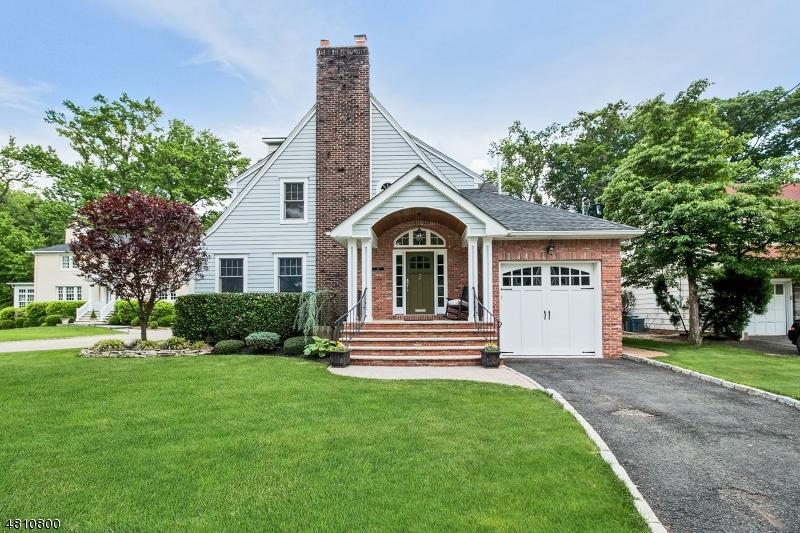 独户住宅 为 销售 在 16 DOERING WAY 克兰弗德, 新泽西州 07016 美国