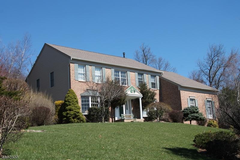 独户住宅 为 销售 在 15 OLD SCHOOLHOUSE Road 阿斯伯里, 新泽西州 08802 美国