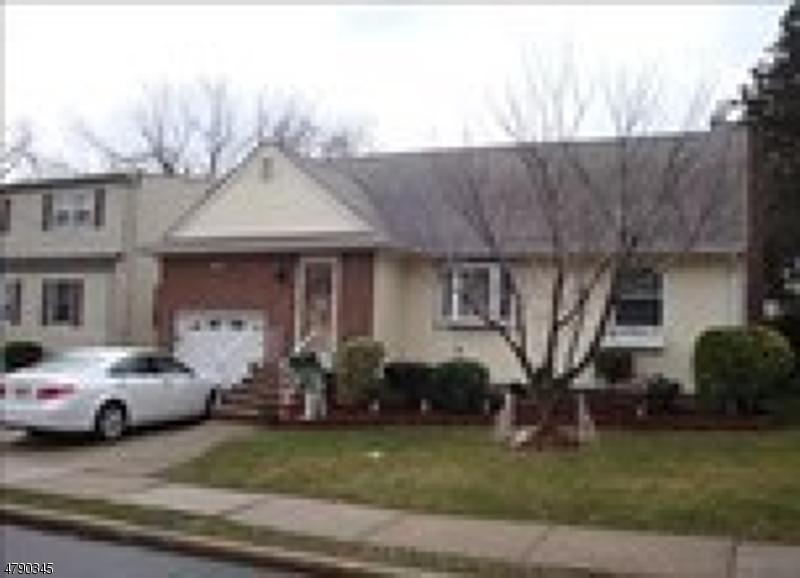 Maison unifamiliale pour l Vente à 99 ORCHARD Place Maywood, New Jersey 07607 États-Unis