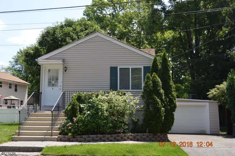 Casa Unifamiliar por un Venta en 5 COURTER Place Fairfield, Nueva Jersey 07004 Estados Unidos