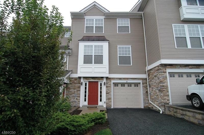 Condo / Casa geminada para Venda às 113 INDIGO Road Allamuchy, Nova Jersey 07840 Estados Unidos