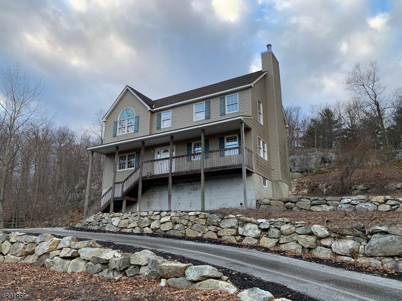 独户住宅 为 销售 在 41 Kinswood Road 西米尔福德, 新泽西州 07421 美国