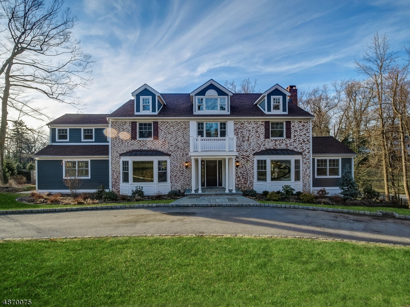 Maison unifamiliale pour l Vente à 112 FOREST WAY Essex Fells, New Jersey 07021 États-Unis