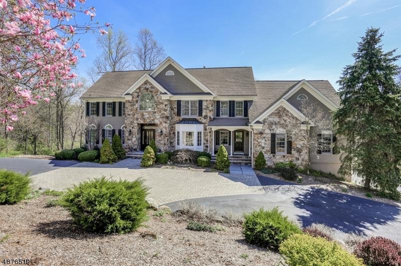 Maison unifamiliale pour l Vente à 5 HEATH Drive Chester, New Jersey 07930 États-Unis