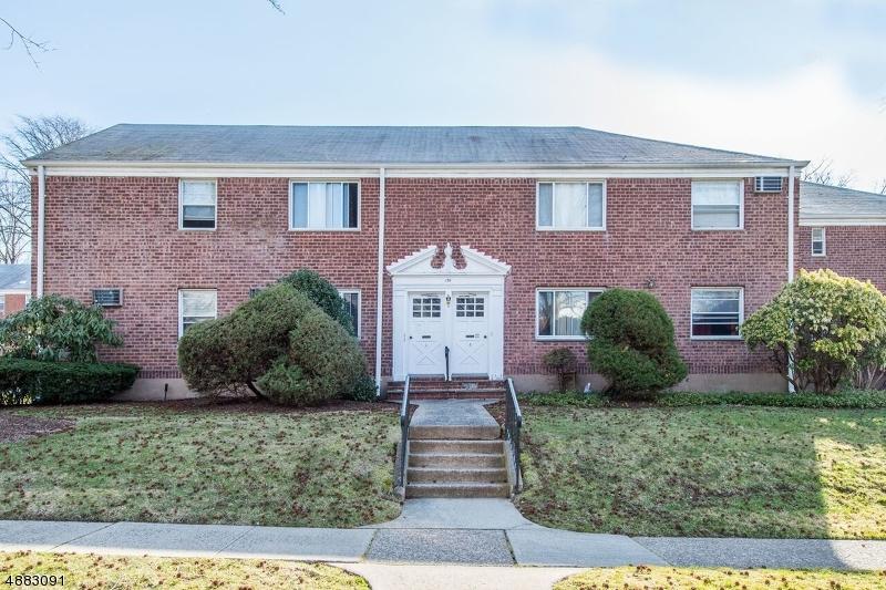 Condo / Townhouse pour l Vente à Bergenfield, New Jersey 07621 États-Unis