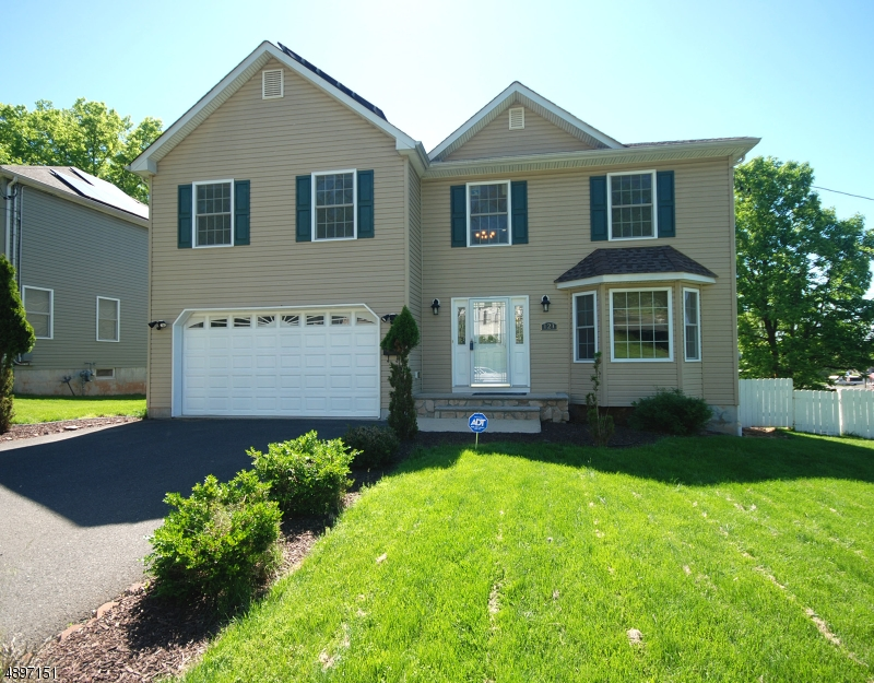 Single Family Home for Sale at North Plainfield, New Jersey 07060 United States