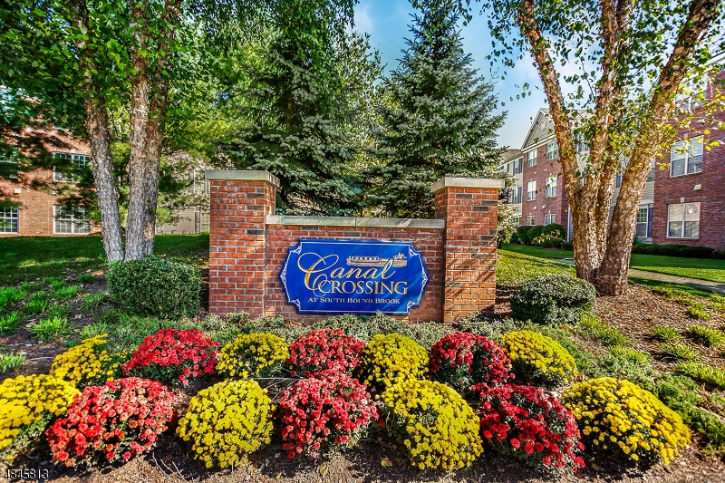 公寓 / 联排别墅 为 销售 在 South Bound Brook, 新泽西州 08880 美国