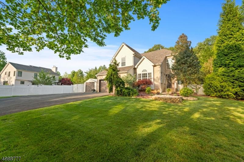 Single Family Homes voor Verkoop op Old Bridge, New Jersey 08857 Verenigde Staten