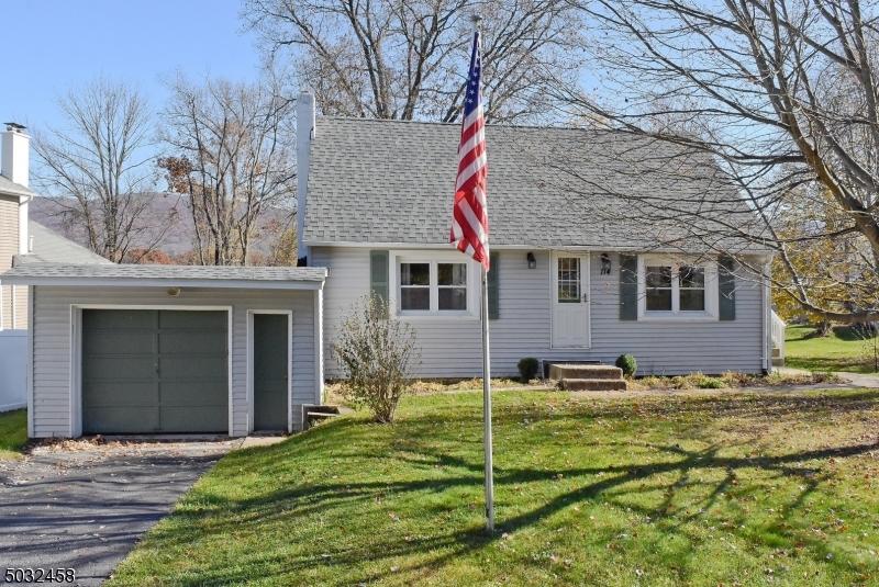 Single Family Homes pour l Vente à Hamburg, New Jersey 07419 États-Unis