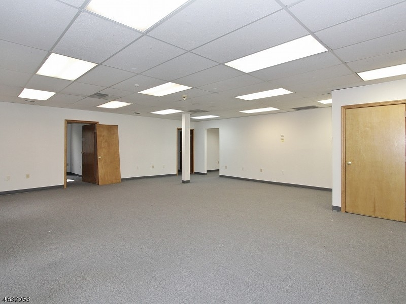 Additional photo for property listing at 184 North Ave E  Cranford, New Jersey 07016 États-Unis