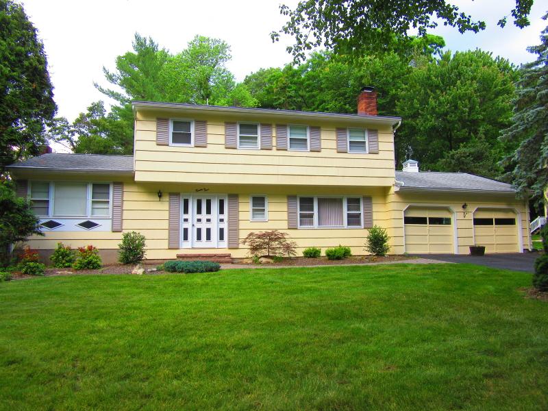 Casa Unifamiliar por un Venta en 24 Delbrook Road Morris Plains, Nueva Jersey 07950 Estados Unidos