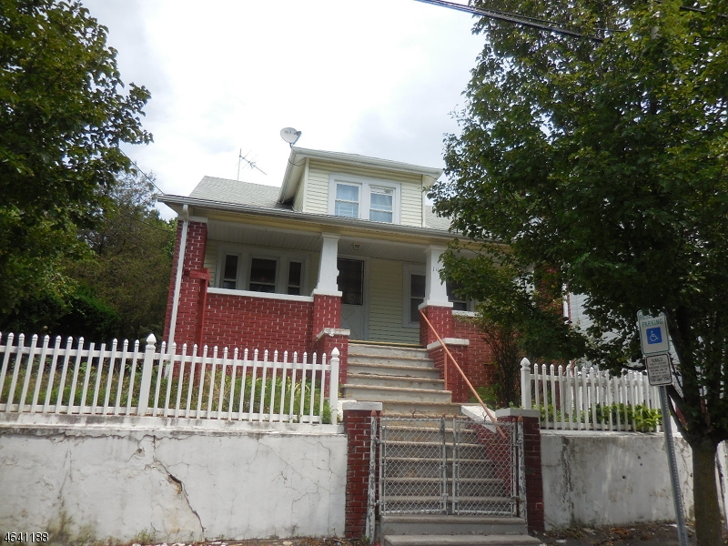 Additional photo for property listing at 104-106 CORAL Street  Paterson, New Jersey 07522 États-Unis