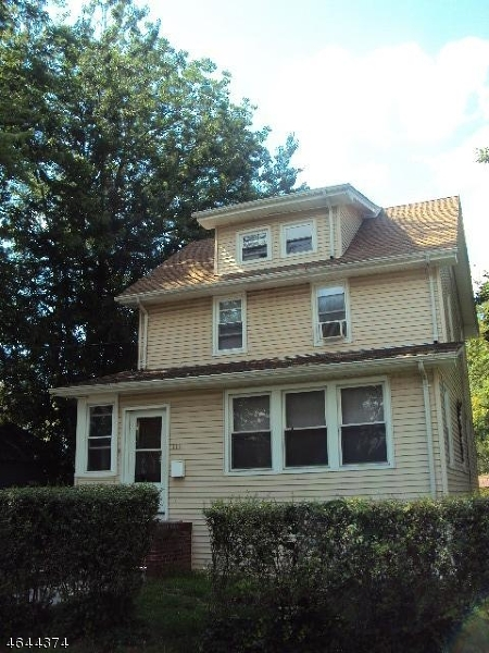 Additional photo for property listing at 111 E 10th Avenue  Roselle, Nueva Jersey 07203 Estados Unidos