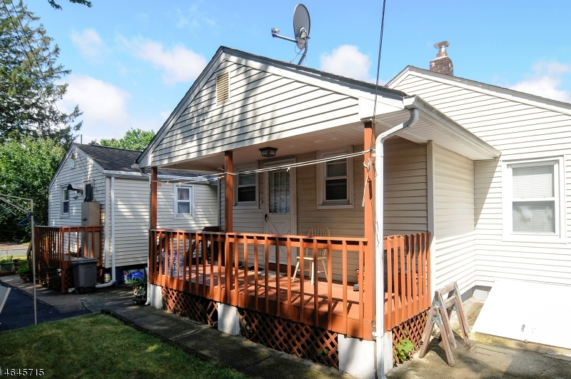 Additional photo for property listing at 44 Young Avenue  Totowa Boro, New Jersey 07512 États-Unis