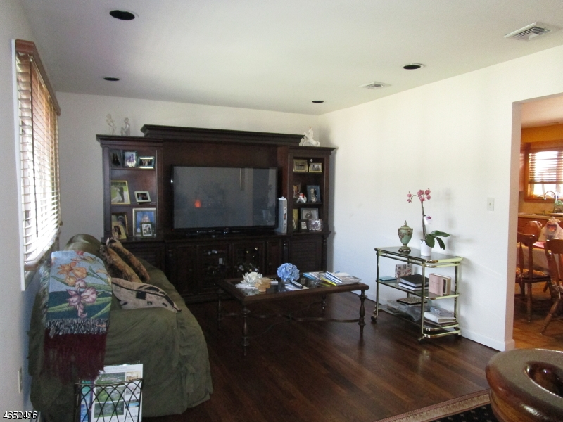 Additional photo for property listing at 39 Wilson Avenue  Totowa Boro, Nueva Jersey 07512 Estados Unidos