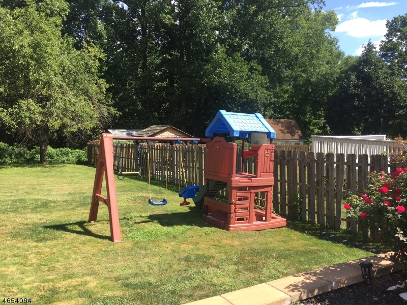 Additional photo for property listing at 132 Tooker Avenue  Springfield, New Jersey 07081 États-Unis