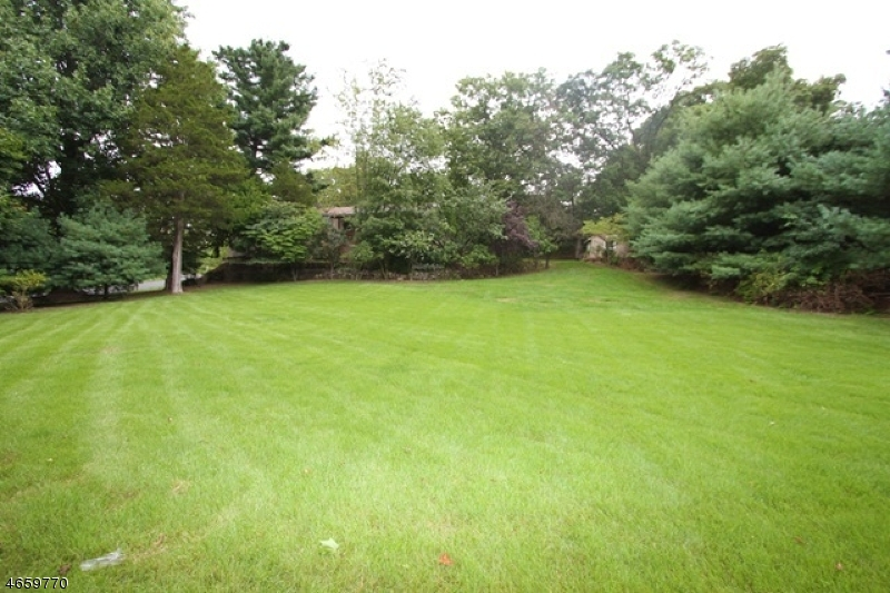 Additional photo for property listing at 154 Ballentine Drive  Haledon, New Jersey 07508 United States