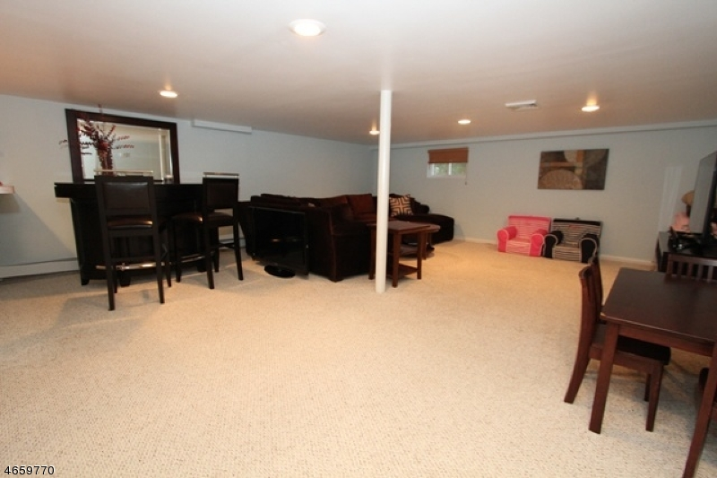Additional photo for property listing at 154 Ballentine Drive  North Haledon, Нью-Джерси 07508 Соединенные Штаты