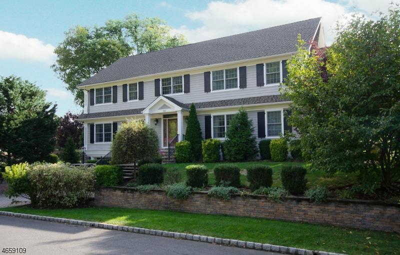 独户住宅 为 销售 在 860 Standish Avenue 韦斯特菲尔德, 07090 美国