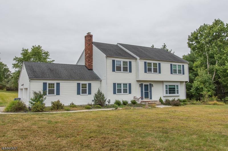 Частный односемейный дом для того Продажа на 645 CASE Road Neshanic Station, 08853 Соединенные Штаты
