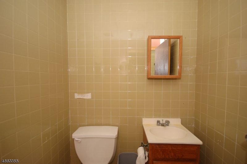 Additional photo for property listing at 242 Washington Avenue  Nutley, New Jersey 07110 États-Unis