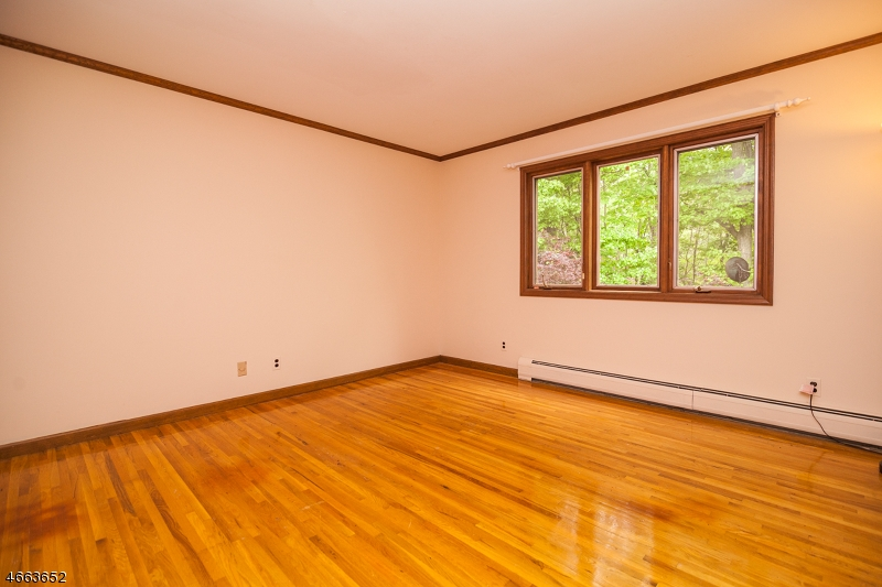 Additional photo for property listing at 17 Beachmont Ter  Caldwell, Nueva Jersey 07006 Estados Unidos