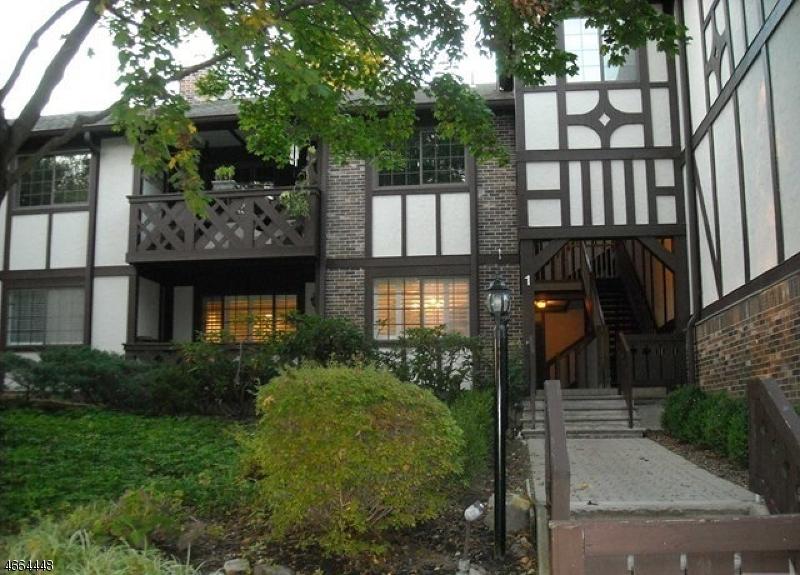 Частный односемейный дом для того Продажа на 101 Mark Twain Way Mahwah, Нью-Джерси 07430 Соединенные Штаты