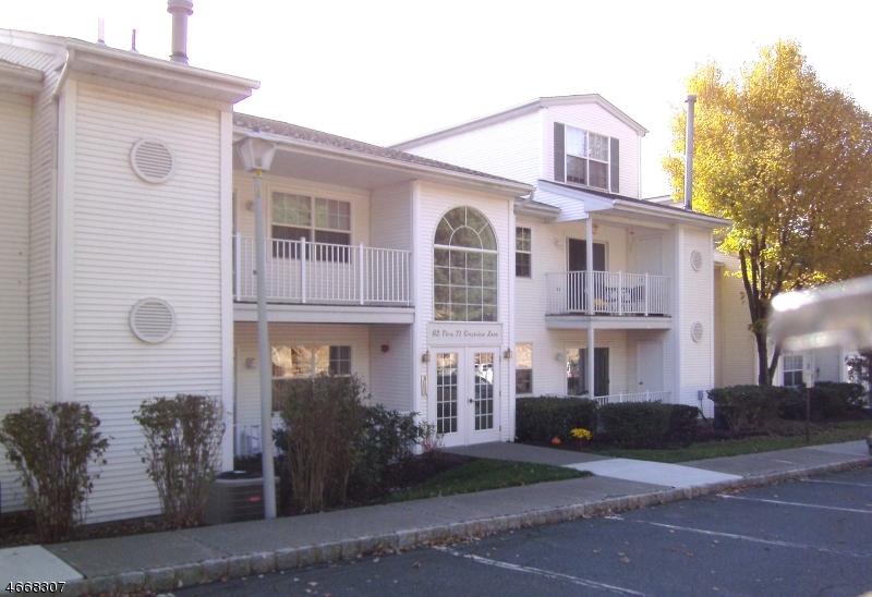 Частный односемейный дом для того Аренда на 71 Crestview Lane Mount Arlington, Нью-Джерси 07856 Соединенные Штаты
