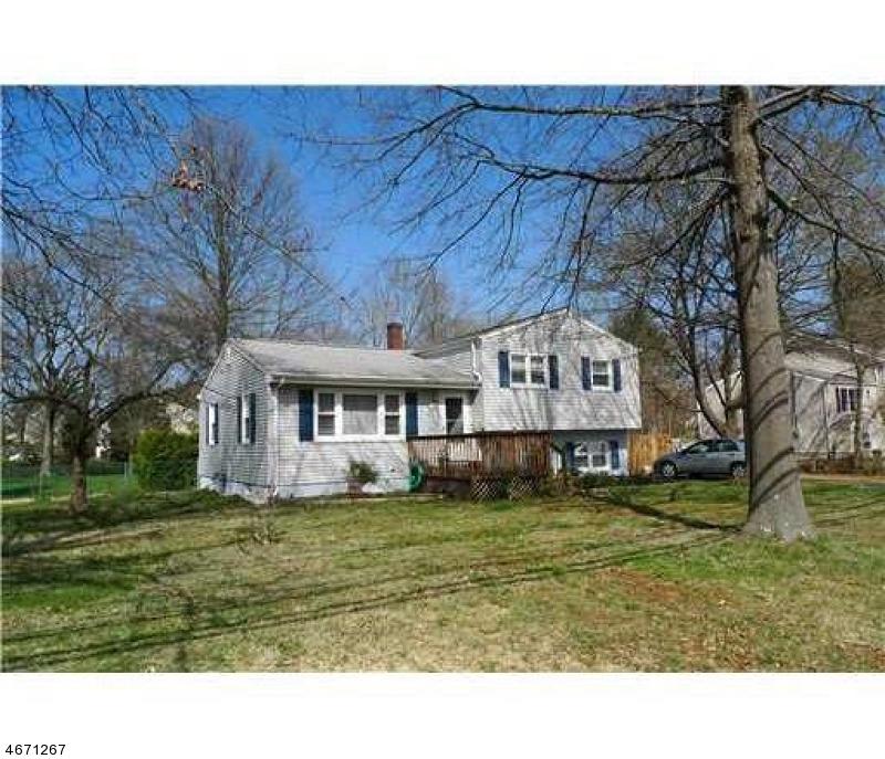 Частный односемейный дом для того Продажа на 84 Bennington Pkwy Franklin Park, 08823 Соединенные Штаты