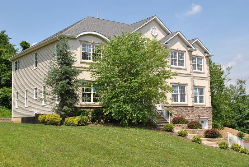 Maison unifamiliale pour l Vente à 12 Mountain View Road Lopatcong, New Jersey 08865 États-Unis